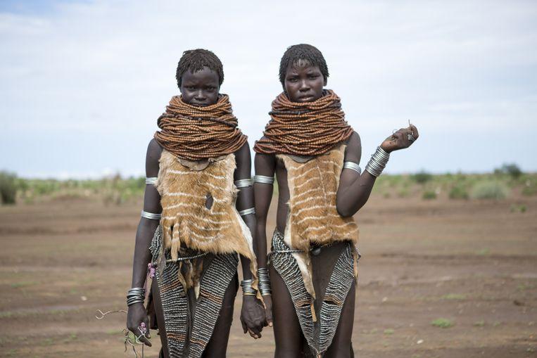 Nareng en Watala Naragoi, allebei 16 en een maand getrouwd: 'Nyangatom-mannen mogen niet trouwen als ze geen vee hebben.' Beeld null
