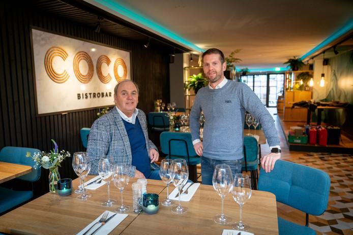 Theo Driessen (links) en Jirri Sisnaiski in bistrobar COCO in Elst.