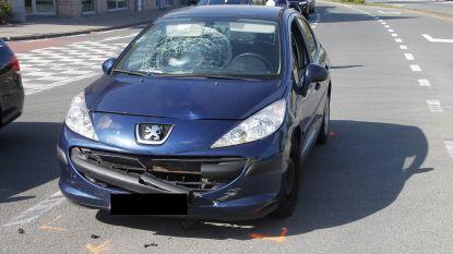 Bromfietser gewond afgevoerd na aanrijding met personenwagen