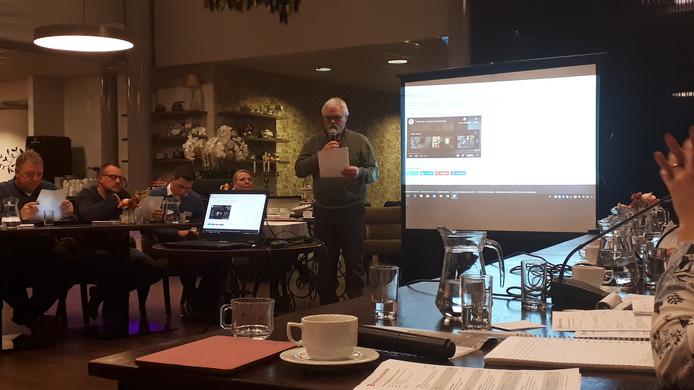 In de stadsdeelvergadering vroeg Gerrit Muller dinsdagavond om aandacht voor wateroverlast in de Tolstraat in Glanerbrug.