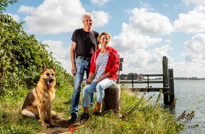Hans Oosterhof en Maya Penning houden van het mañana-gevoel' op eiland Tiengemeten.
