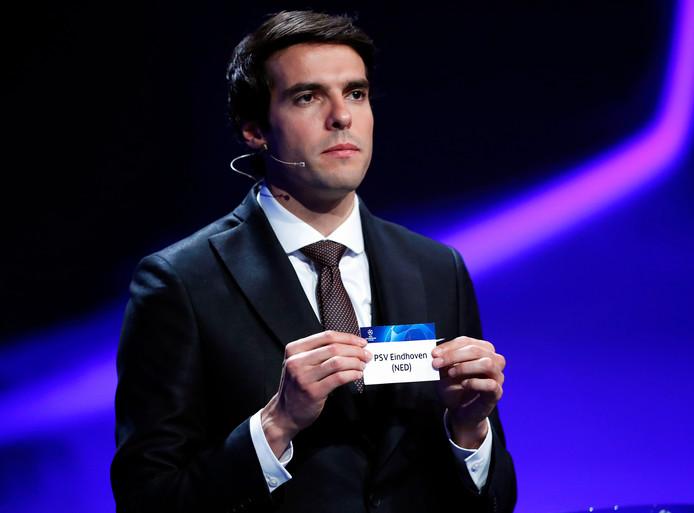 Kaka hielp ook al mee bij de loting van de Champions League.