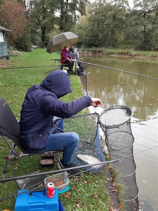 Vissers in actie aan De Puls.