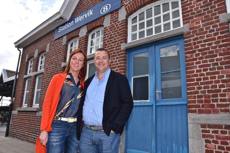 Karolien Ramon en Ludovic Catteeuw, die van het station van Wervik een feestzaal willen maken.