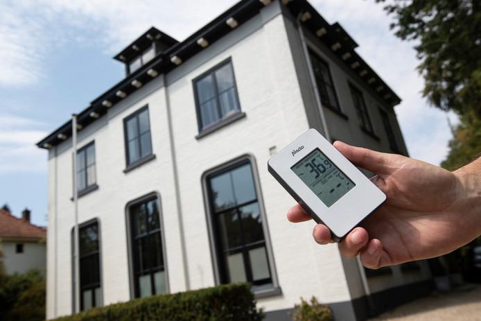 Geen warmterecord in Warnsveld in 2018: 36,9 graden. Deze warmste temperatuur ooit in Nederland gemeten, werd op 23 augustus 1944 vastgesteld aan de Rijksstraatweg in Warnsveld, vorige maand werd dat record verpulverd door Gilze en Rijen.