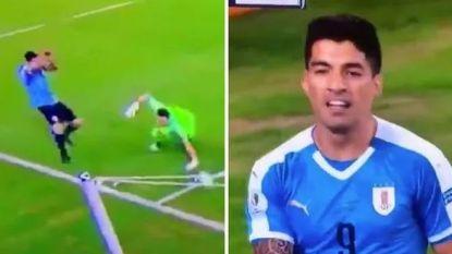 Een penalty vragen na 'hands' van de keeper in de zestien: dat moet Luis Suárez zijn