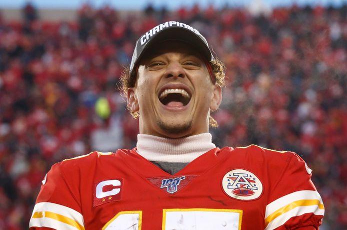 Patrick Mahomes is gelukkig bij de Kansas City Chiefs en tekent voor tien jaar bij in Missouri.