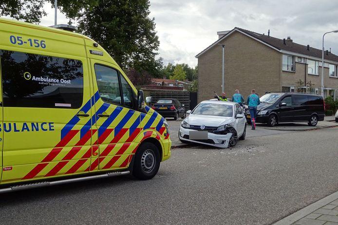 De betrokken voertuigen liepen aanzienlijke schade op.