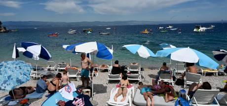 Op vakantie naar een 'oranje' land: 'Haalt regering mij terug als ik strand?'