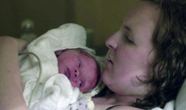 Vrouw Met Buikpijn Niet Zwanger Volgens Dokter Enkele Uren Later