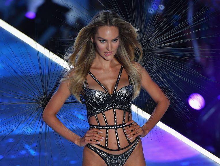 Het Zuid Afrikaanse model Candice Swanepoel op de catwalk voor Victoria's Secret in november. Beeld AFP