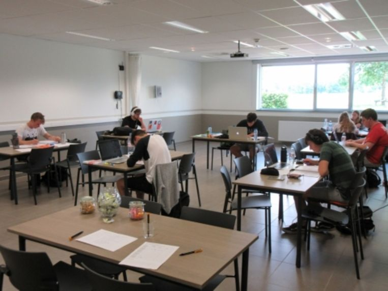 De leeszaal is enkel open voor studerende jongeren.