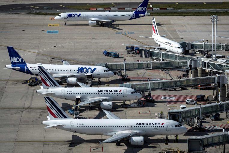 Toestellen van Air France en diens lagekostenpoot Joon op luchthaven Roissy-Charles De Gaulle in Parijs.