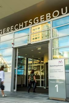Utrechter (28) bedreigt zijn vriendin zodanig dat zij van het balkon springt: drie maanden cel