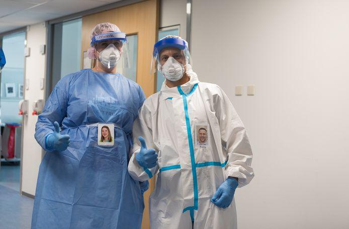IC-medewerkers Miranda Biemans en Remy Lambregts zijn nu ook herkenbaar voor de patiënten en hun familieleden.