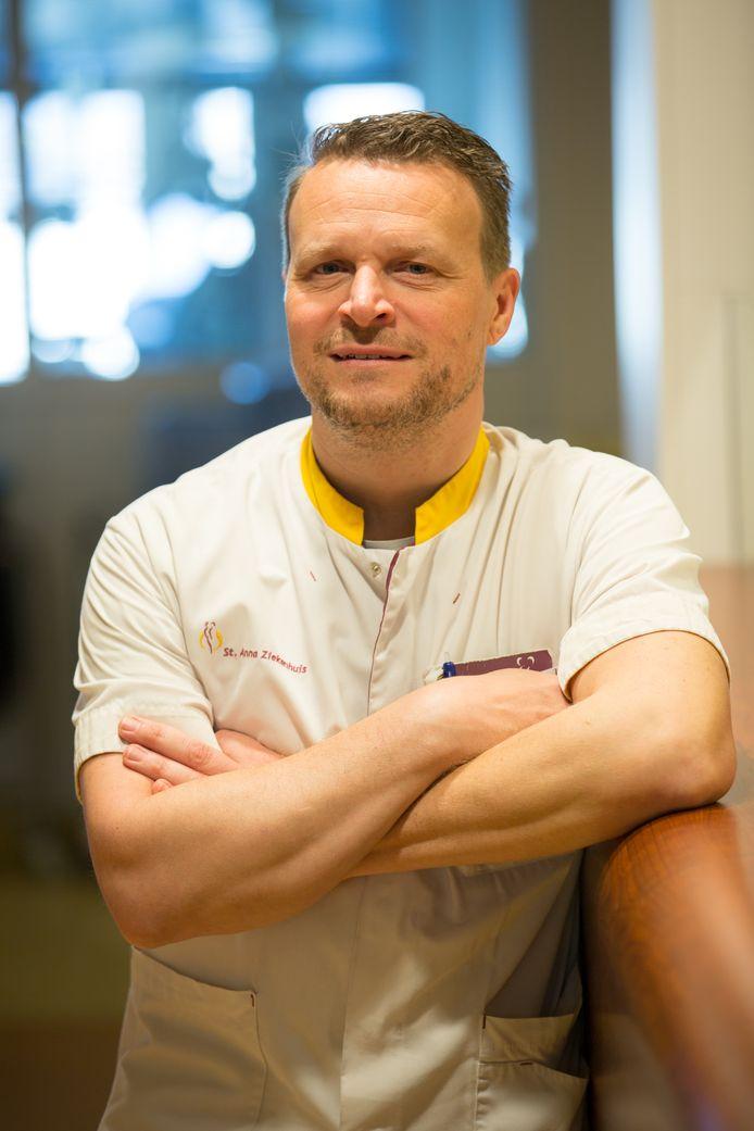 Rolf Rosenbrand is ic-verpleegkundige in het Geldropse St. Anna Ziekenhuis.