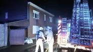 Drama op oudejaarsdag vermeden: kindje ontdekt brand en verwittigt ouders, waarop buurman met ladder gezin uit huis haalt