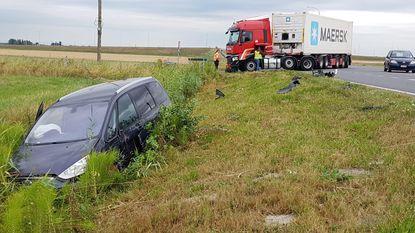 Zware klap tussen auto en truck, maar geen gewonden