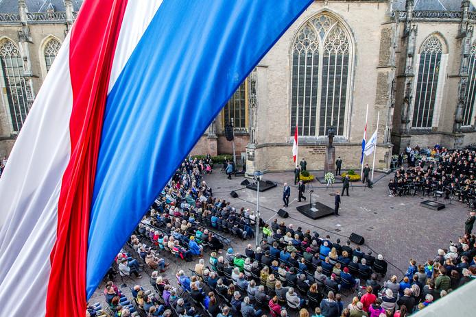 Foto archief. De dodenherdenking op het Grote Kerkhof in 2018.