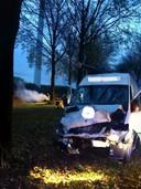 De schade aan het busje bij een zwaar ongeluk in Culemborg.