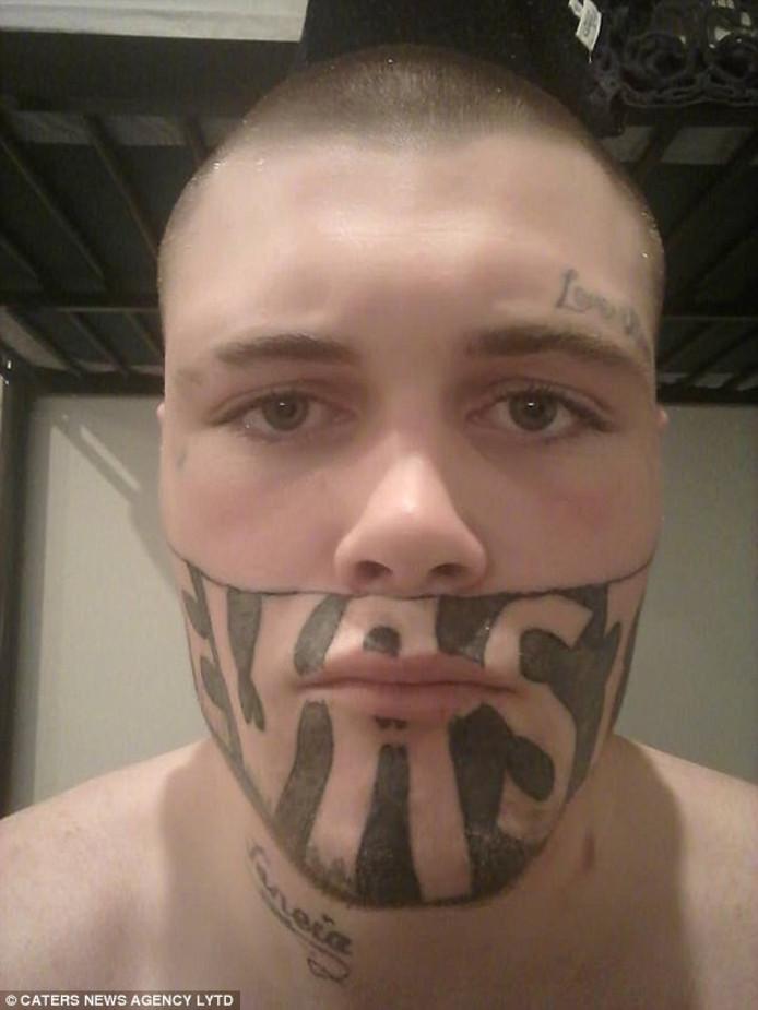 Toch Baan Voor Man Met Tattoo Op Gezicht Buitenland Adnl