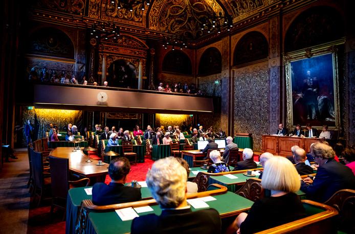 Eerste-Kamerleden tijdens de installatie in de nieuwe Senaat.