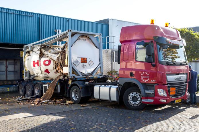 Opslagtank ontploft bij bedrijf in Roosendaal