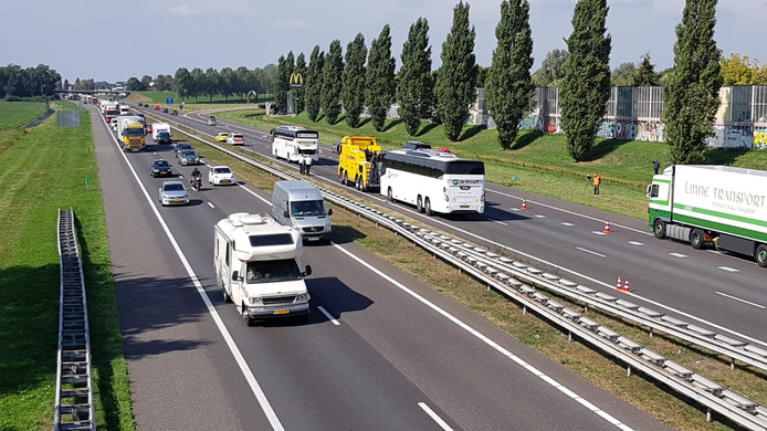 Twee touringcars botsten op de A73