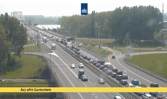 Het staat vast op de A27 richting Breda.