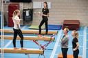 Vincent Wevers traint Naomi Visser, Lieke en Sanne Wevers in turnhal de SportQube in Nijmegen.