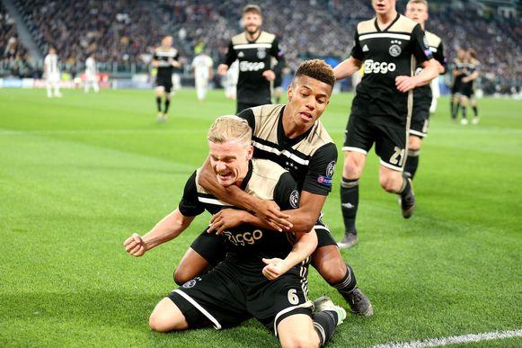 Donny van de Beek heeft er net 1-1 van gemaakt.