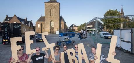 Festiball in Tubbergen barst in vierde editie al uit z'n voegen