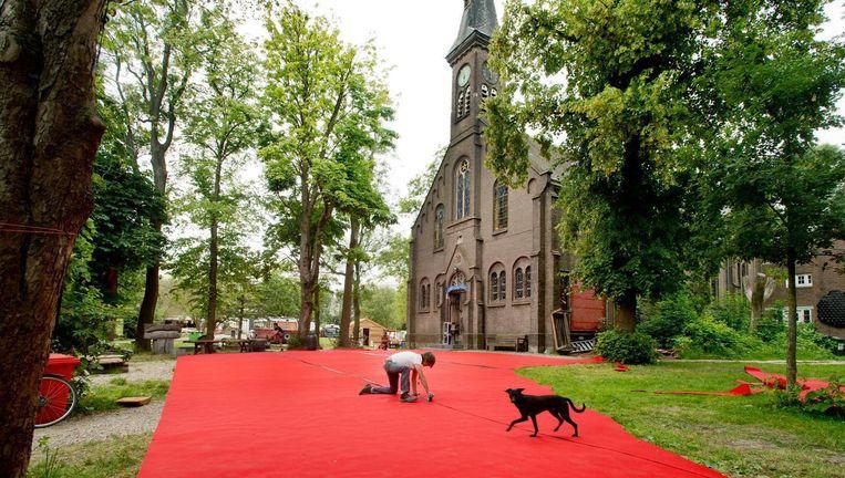Het kerkje in kunstenaarsdorp Ruigoord Beeld anp