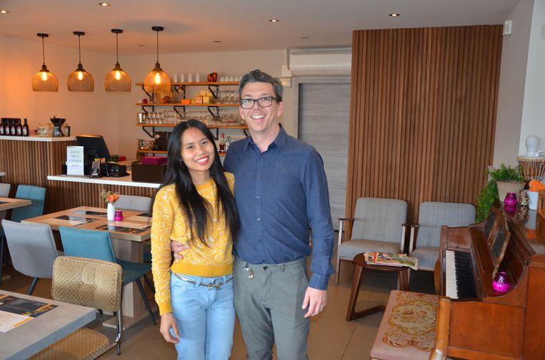 Steven De Caluwé en Ploipailin Suebsri ontvangen gasten op Valentijnsdag in het gezellige Cozy Thai.