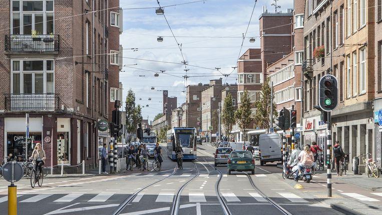 Bewoners en ondernemers besloten samen de Jan Evertsenstraat uit het slop te trekken Beeld Floris Lok