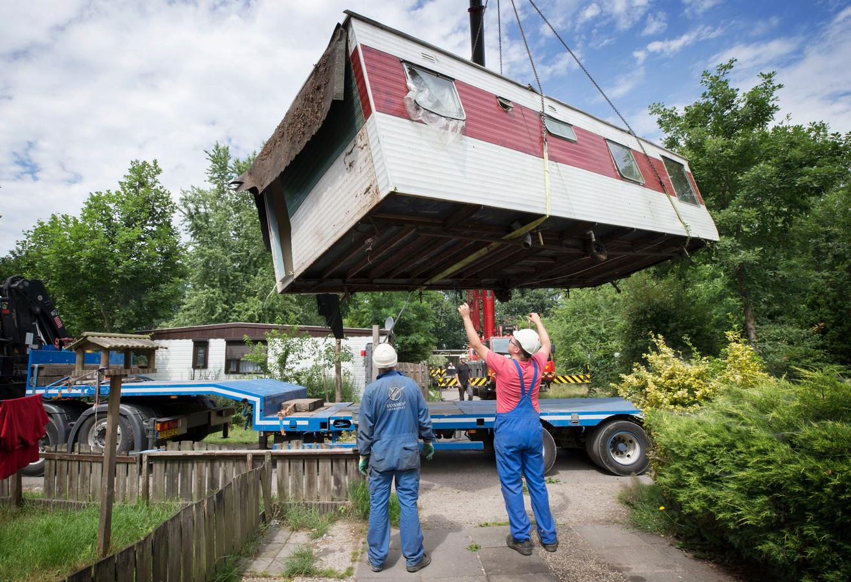 Het laatste jaar van Fort Oranje. Caravans worden weggetakeld.