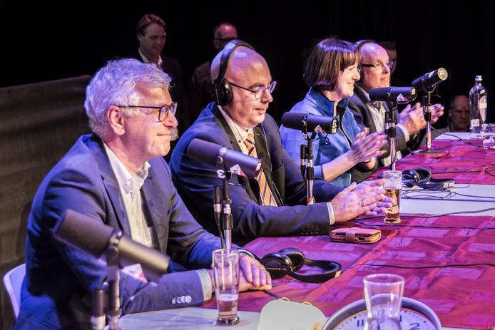 De glimlach van Jan van de Wiel spreekt boekdelen, tijdens de live-uitzending van VLOHradio op de verkiezingsavond.