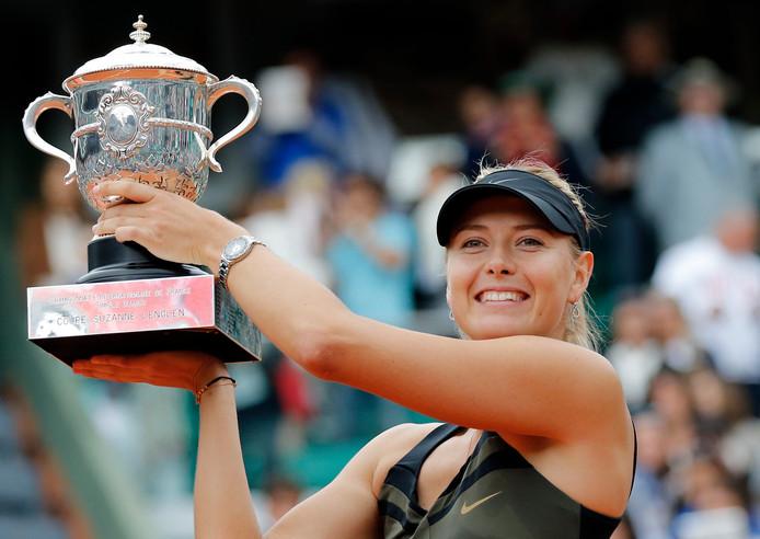 Maria Sjarapova na haar winst op Roland Garros in 2012.