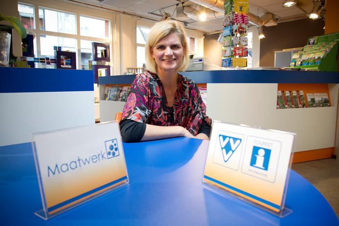 Riet Eshuis begon 21 jaar geleden bij de toenmalige VVD in Wierden. Inmiddels is ze coördinator van Tourist Info Wierden-Enter, dat eind dit jaar dicht gaat.
