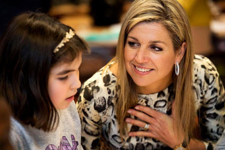 Koningin Maxima bezoekt de IMC Weekendschool on Tour. Vluchtelingen- en asielzoekerskinderen krijgen op de school les over de Nederlandse samenleving. Beeld ANP