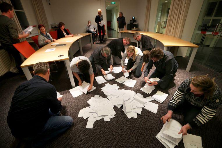 Tellen van stemmen bij het referendum over het associatieverdrag met Oekraïne, 2016. Beeld ANP