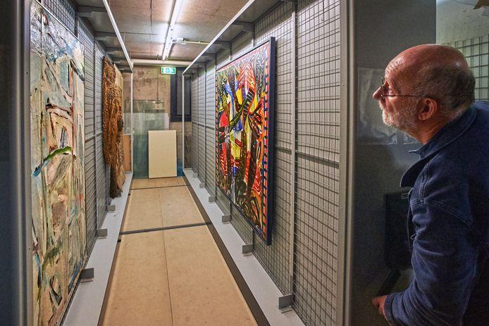 In de kelders van Kunst & Co liggen de laatste kunstwerken opgeslagen waar de gemeente Uden graag van af wil. De makers kunnen zich tot 1 februari melden.