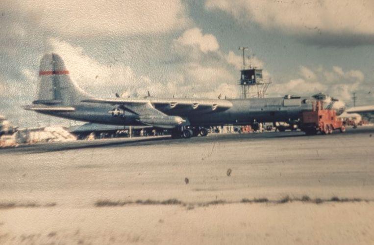 Wake Island, een eilandje waar toeristen niet mochten komen en waar militaire vliegtuigen werden bijgetankt.