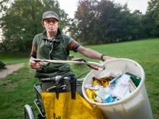 World Cleanup day? Arie (69) uit Apeldoorn ruimt íedere dag rommel in het park op