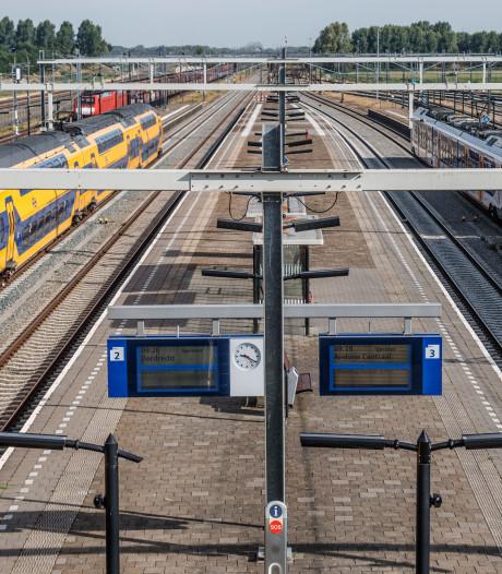 Passagiers filmen en fotograferen bij dodelijk treindrama