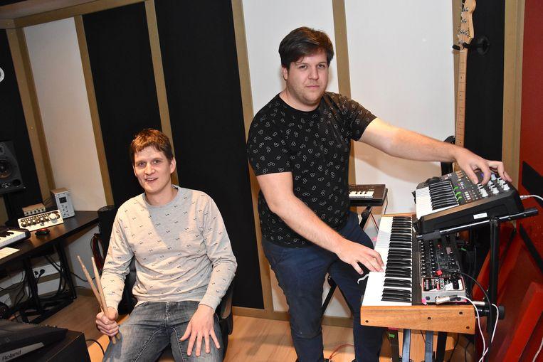 Martijn Serlet (links) en Tom Brewaeys openen met By August het gratis muziekfestival Rock op het Plein