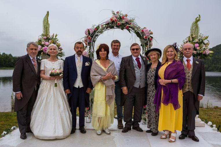 (van links naar rechts) Johny Voners, Nel Rosiers, René Verreth, Nora Tilley, Jan Verheyen, Jaak Van Assche, Heddie Suls, Agnes De Nul, Tuur De Weert