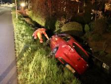 Bestuurder rijdt onder invloed van drank auto de sloot in bij 's-Gravenzande