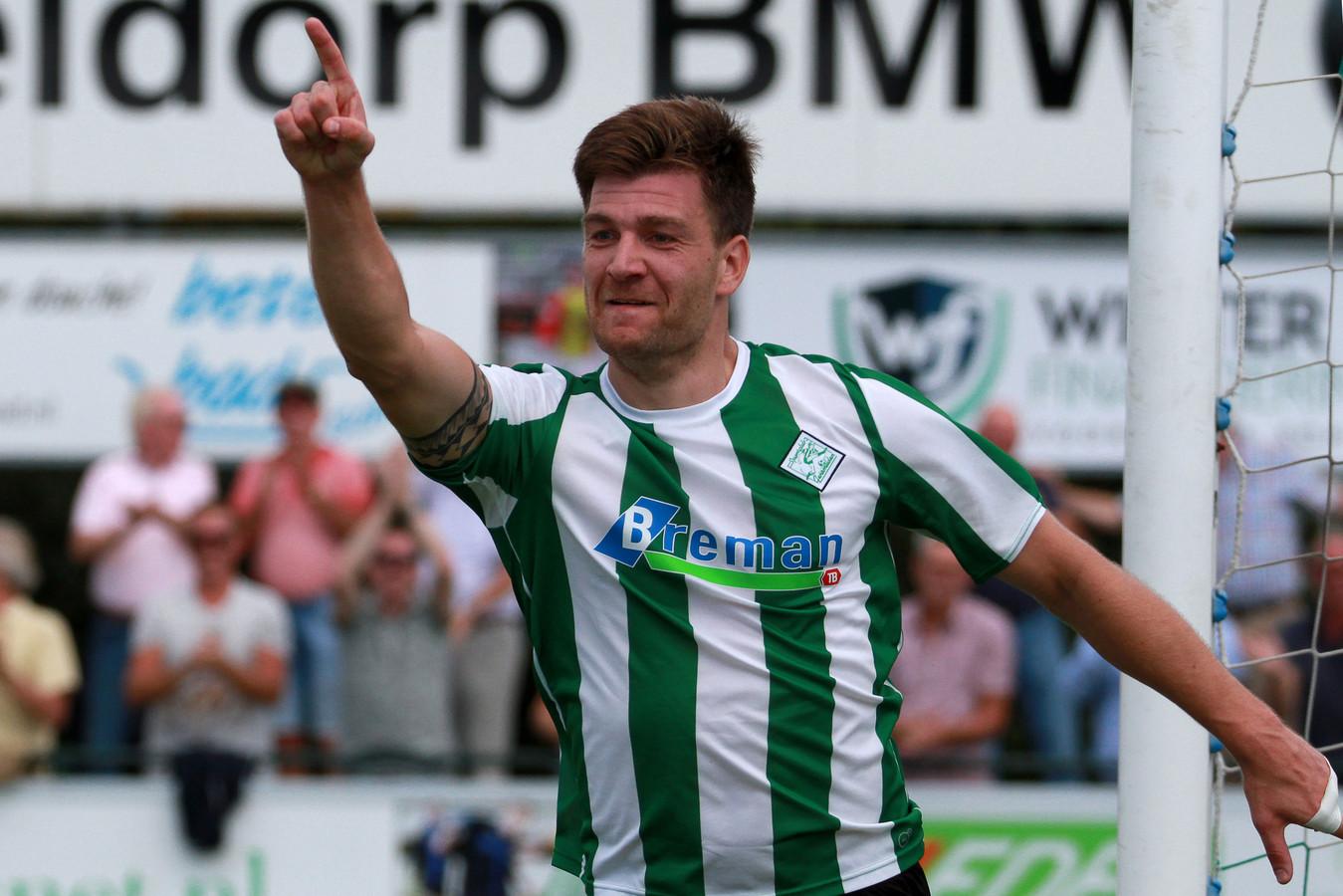 Jan Hooiveld speelt komend weekeinde niet met Genemuiden tegen zijn oude club ACV; het veld in Assen is niet op tijd klaar.