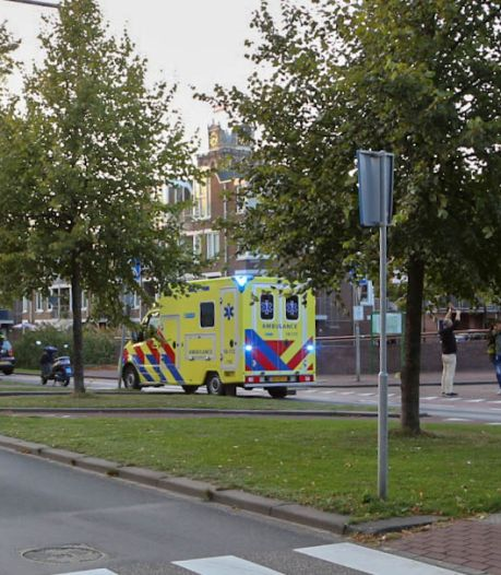 Fietser gewond na aanrijding op Dordtse Spuiboulevard, automobilist rijdt door